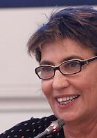 """La conduttrice e regista Serena Dandini durante la conferenza stampa di presentazione del suo spettacolo teatrale """"Ferite a morte"""" nel programma della celebrazioni della Giornata internazionale contro la violenza sulle donne all'Onu, a Roma, 7 novembre 2013.<br /> UPDATE IMAGES PRESS/Isabella Bonotto"""
