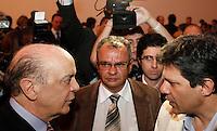 SÃO PAULO, 23 DE MAIO DE 2012. LANÇAMENTO DO ACERVO DIGITAL DO JORNAL ESTADO DE SÃO PAULO. O  ex governador de São Paulo, José Serra, e o ex ministro da educação, Fernando Haddad, durante lançamento do acervo digital do Jornal o Estado de São Paulo na noite desta quarta feira no auditório ibirapuera em São Paulo. FOTO ADRIANA SPACA : BRAZIL PHOTO PRESS