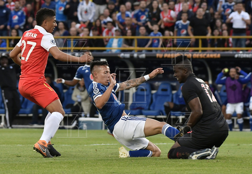BOGOTA - COLOMBIA, 20-01-2019: Edwin Herrera (Izq) y Geovanny Banguera de Independiente Santa Fe disputan el balón con Oscar Barreto (C) jugador del Millonarios durante partido por la final del Torneo Fox Sports 2019 jugado en el estadio Nemesio Camacho El Campin de la ciudad de Bogotá. / Edwin Herrera (L) and Geovanny Banguera (R) of Independiente Santa Fe fight for the ball with Oscar Barreto (C) player of Millonarios during final match of the Fox Sports Tournament 2019 played at Nemesio Camacho El Campin Stadium in Bogota city. Photo: VizzorImage / Gabriel Aponte / Staff.