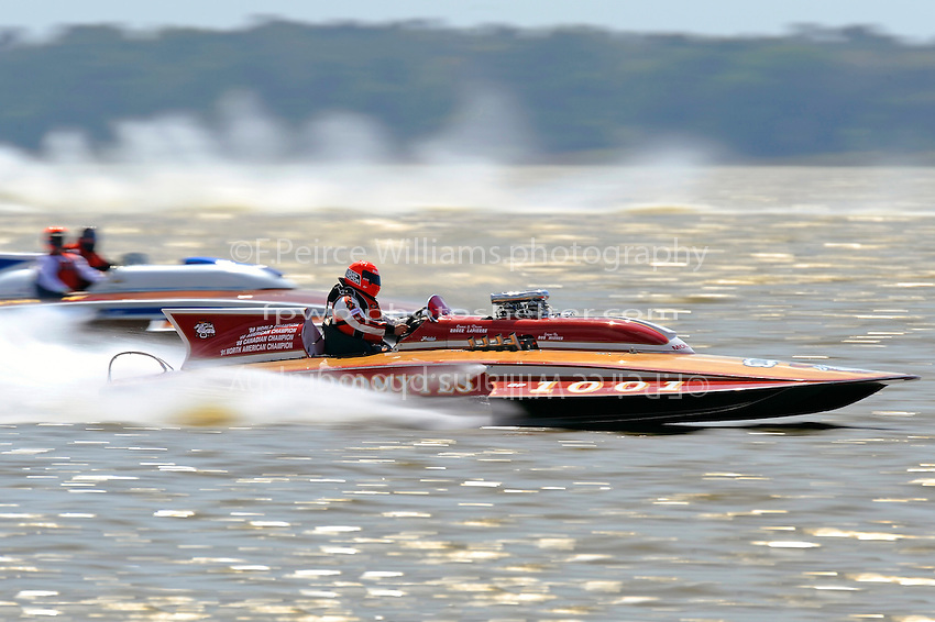 """Roger LaPierre, GP-1001 """"Miss Dinomytes"""" (1986 Grand Prix class Lauterbach hydroplane) and Chris Hall, H-97 """"Bluewater Special"""" (2-seat 7 Litre Div I class Lauterbach hydroplane)"""