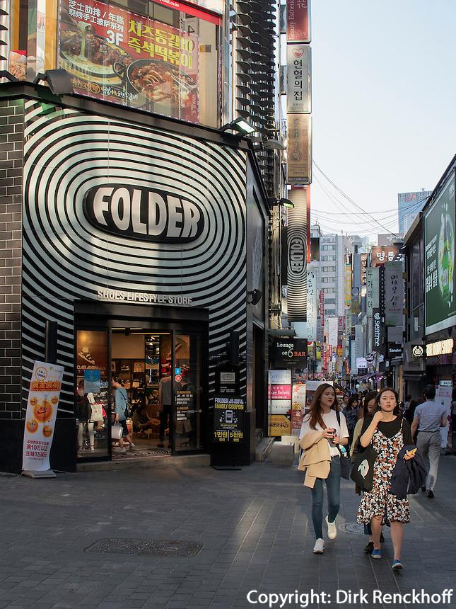 Gesch&auml;fte im Viertel Myeongdong, Seoul, S&uuml;dkorea, Asien<br /> shops in Myeongdong quarters, Seoul, South Korea, Asia