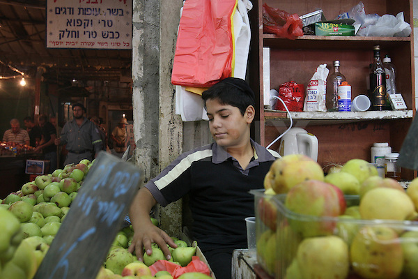 "Portrait of Avishai, a 15 year-old Israeli boy who works in the west-Jerusalem market of ""Machane Yehuda"". July 28, 2008. .Photo by : Tess Scheflan/ JINI"
