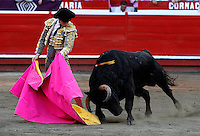 MANIZALES -COLOMBIA, 11-ENERO-2015. Faena del torero espanol El July ,  lidiando a Micolembo de la ganadería de Ernesto Gutierrez en la plaza de toros de Mnaizales. / Spanish bullfighter  July in actions during  dealing with livestock Micolembo of  Ernesto Gutierrez in the bullring in Manizales.<br />
