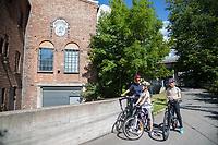 På sykkeltur i Svartdalen, langs Alnaelva. <br /> <br />  © Fredrik Naumann/Felix Features