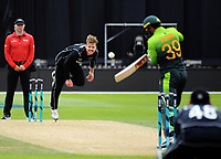 Lockie Ferguson bowls during the One Day International cricket match between the NZ Black Caps and Pakistan at the Basin Reserve in Wellington, New Zealand on Saturday, 6 January 2018. Photo: Dave Lintott / lintottphoto.co.nz