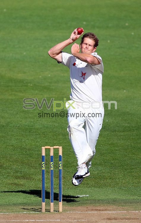PICTURE BY VAUGHN RIDLEY/SWPIX.COM - Cricket - County Championship - Yorkshire v Kent, Day 2 - Headingley, Leeds, England - 14/09/10...Copyright - Simon Wilkinson - 07811267706...Kent's Dewald Nel.