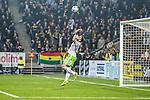 Solna 2014-03-31 Fotboll Allsvenskan AIK - IFK G&ouml;teborg :  <br /> G&ouml;teborgs m&aring;lvakt John Alvb&aring;ge r&auml;ddar ett lobbskott skott i den andra halvleken<br /> (Foto: Kenta J&ouml;nsson) Nyckelord:  AIK Gnaget Solna IFK G&ouml;teborg Bl&aring;vitt r&auml;ddning m&aring;lvakt m&aring;lvaktsr&auml;ddning