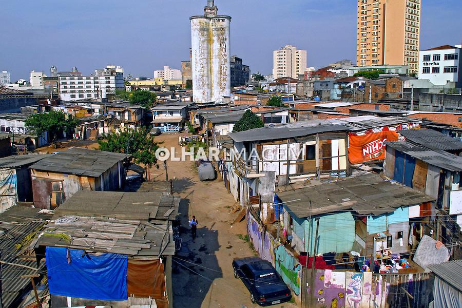 Barracos de favela no bairro da Barra Funda. Sao Paulo. 2011. Foto de Juca Martins.