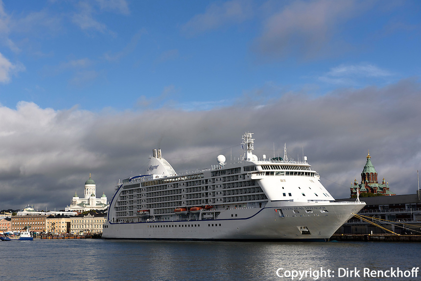Dom und Kreuzfahrtschiff im Südhafen, Helsinki, Finnland