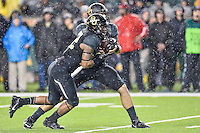 Baylor quarterback Bryce Petty (14) handoff to running back Shock Linwood (32) during an NCAA football game, Saturday, November 22, 2014 in Waco, Tex. Baylor defeated Oklahoma State 49-28. (Mo Khursheed/TFV Media via AP Images)