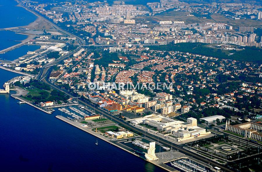 Vista aérea da cidade e area portuaria. Lisboa. Portugal. 2006. Foto de Luciana Whitaker.