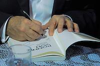 S&Atilde;O PAULO-SP-01,08,2014-RONNIE VON - LAN&Ccedil;AMENTO DO LIVRO- Lan&ccedil;amento do livro &quot;O Pr&iacute;ncipe que podia ser Rei&quot; na Fnac da Avenida Paulista,regi&atilde;o centro-sul da cidade S&atilde;o Paulo,nessa sexta-feira,01<br /> (Foto:Kevin David /Brazil Photo Press)