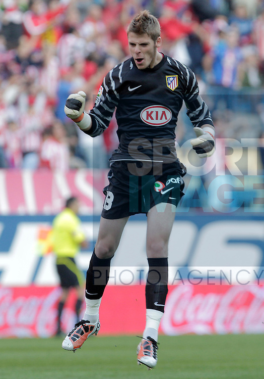 Atletico de Madrid's David De Gea celebartes goal during La Liga match.October 16,2010. (ALTERPHOTOS/Acero)