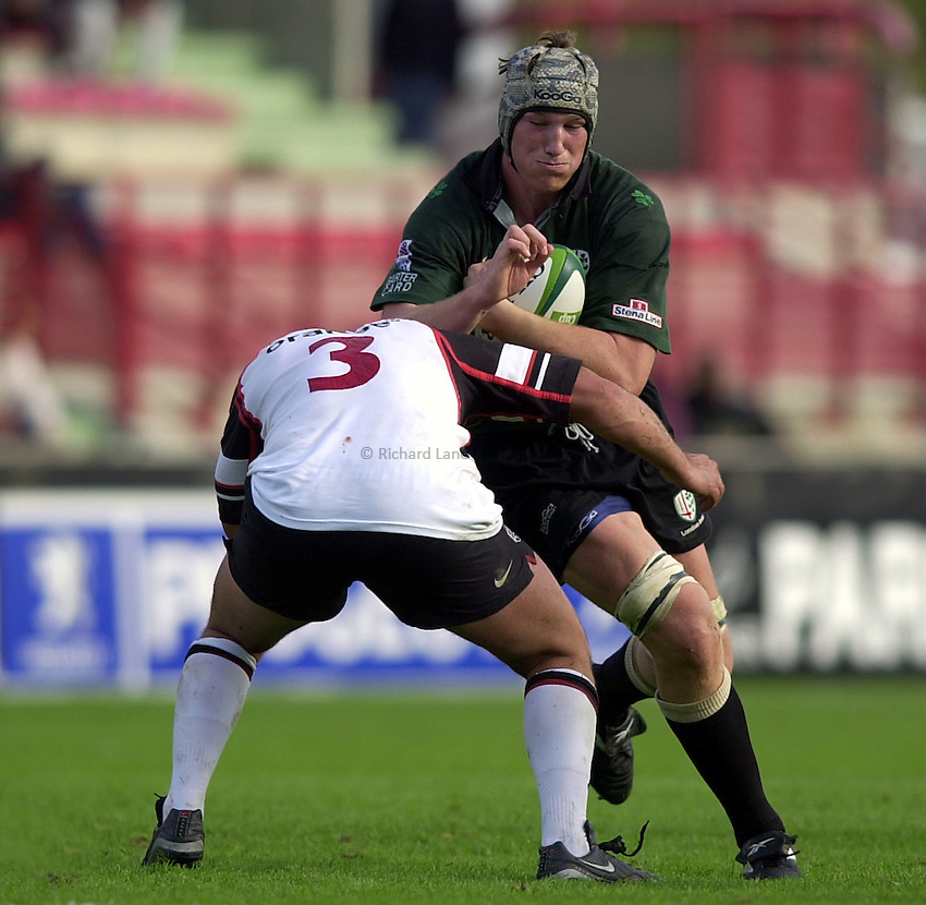 Photo. Richard Lane. .Toulouse v London Irish. Heineken Cup. 12-10-2002..Bob Casey attacks.