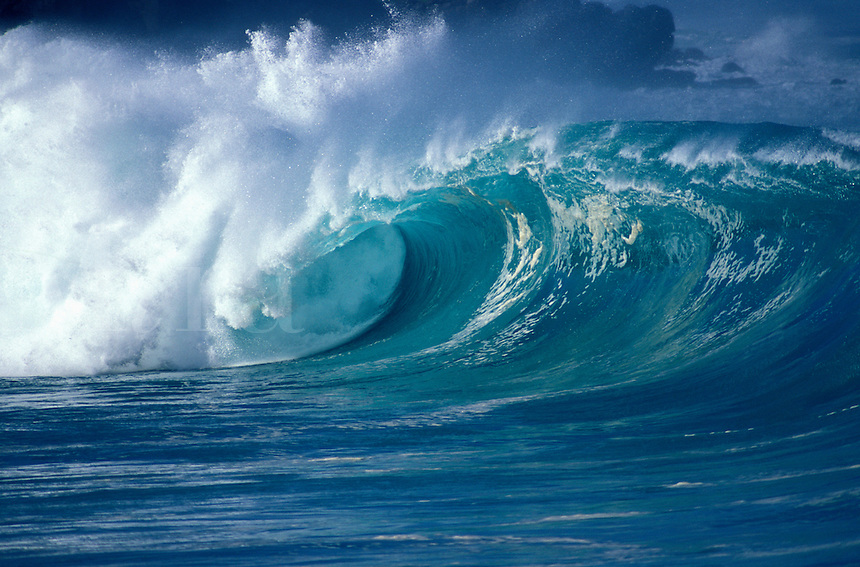 USA, Hawaii, Oahu, North Shore, Waimea Bay shorebreak, giant wave breaking.