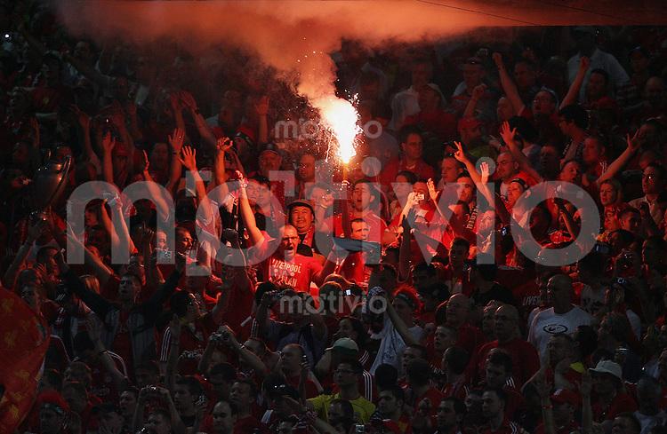 Fussball CHL Finale AC Mailand 2-1 FC Liverpool FC L Fans mit Feuerwerk