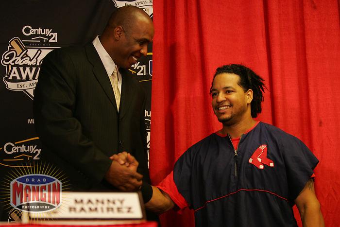 Barry Bonds and Manny Ramirez win the 2004 Hank Aaron Award. Baseball: 2004 World Series. St. Louis Cardinals vs Boston Red Sox. St. Louis, MO 10/27/2004 MANDATORY CREDIT: Brad Mangin/MLB Photos