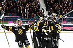 Stockholm 2014-03-21 Ishockey Kvalserien AIK - R&ouml;gle BK :  <br /> AIK spelare jublar efter att AIK:s Derek Joslin kvitterat till 1-1<br /> (Foto: Kenta J&ouml;nsson) Nyckelord:  jubel gl&auml;dje lycka glad happy