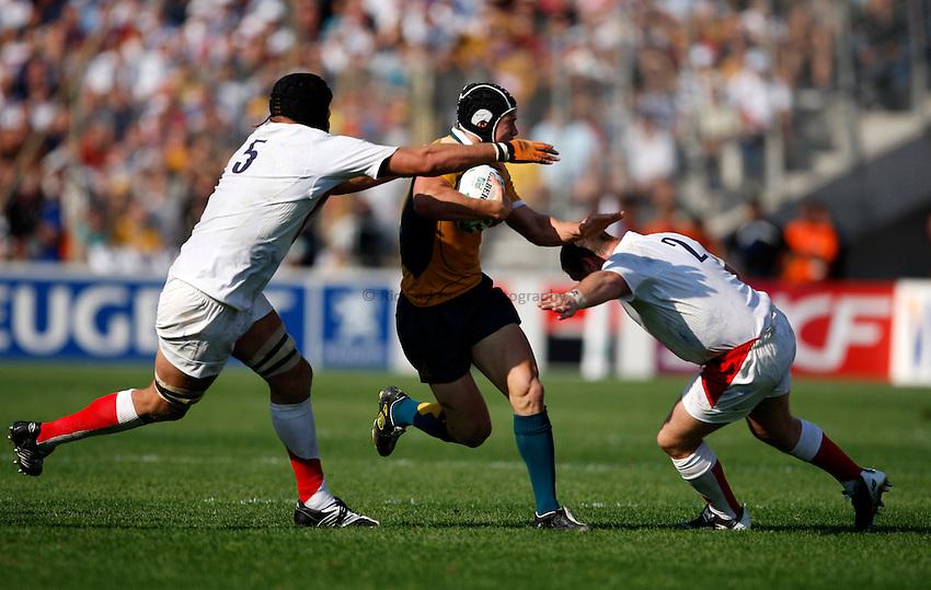 Photo: Richard Lane/Richard Lane Photography..Australia v England. Quarter Final, IRB Rugby World Cup, RWC 2007. 06/10/2007. .Australia's Berrick Barnes attacks.