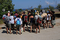 Turisti durante la visita guidata. Tourists during the tour.