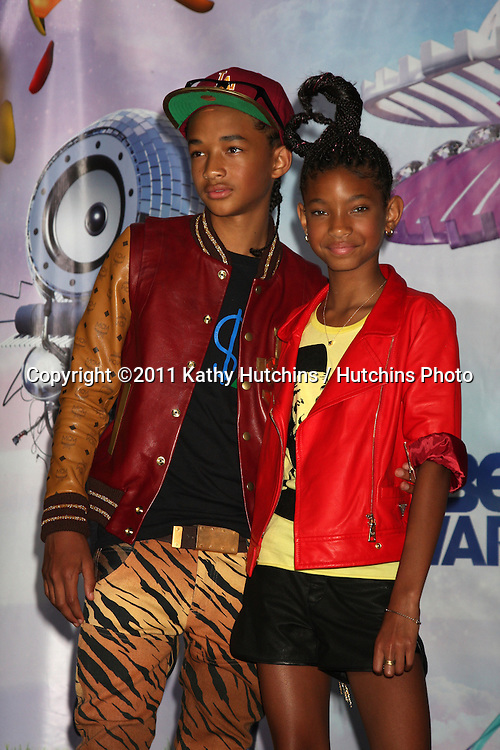 LOS ANGELES - JUN 26:  Jaden Smith, Willow Smith in the Press Room at the 11th Annual BET Awards at Shrine Auditorium on June 26, 2004 in Los Angeles, CA