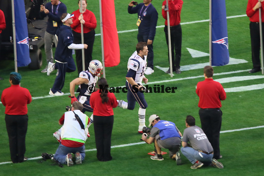 WR Julian Edelman und QB Tom Brady laufen ein - Super Bowl XLIX, Seattle Seahawks vs. New England Patriots, University of Phoenix Stadium, Phoenix