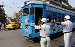 INDIA Westbengal Calcutta Kolkata, traffic police and tram / INDIEN Westbengalen Megacity Kalkutta, Polizei und Strassenbahn auf der Strasse
