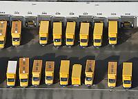 DHLFuhrpark: EUROPA, DEUTSCHLAND, HAMBURG, (EUROPE, GERMANY), 10.11.2013: DHL Fuhpark an einem Postverteilzentrum