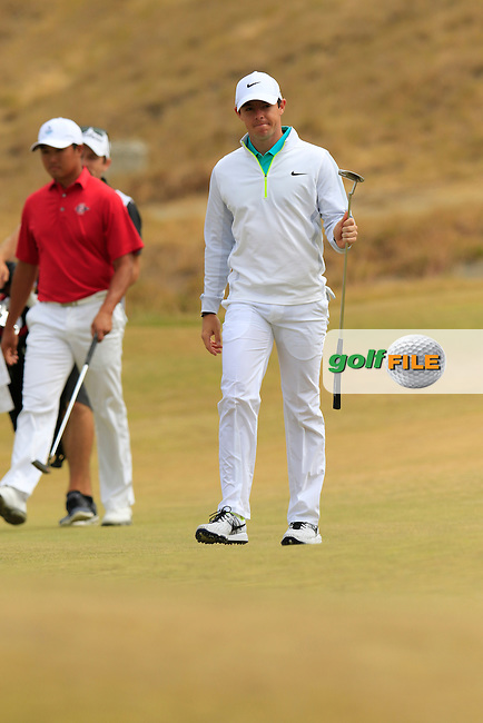 Rory MCILROY (NIR) walks onto the 17th green during Thursday's Round 1 of the 2015 U.S. Open 115th National Championship held at Chambers Bay, Seattle, Washington, USA. 6/18/2015.<br /> Picture: Golffile | Eoin Clarke<br /> <br /> <br /> <br /> <br /> All photo usage must carry mandatory copyright credit (&copy; Golffile | Eoin Clarke)