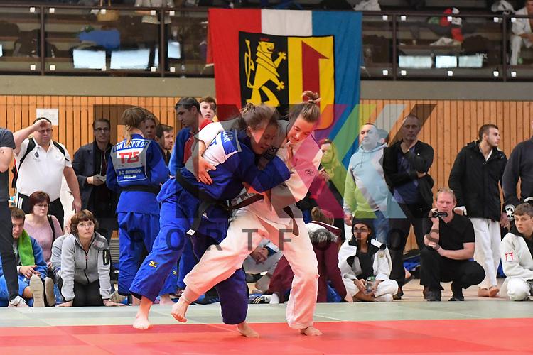 Katrin Bocker NRW (weiss) - Synthia Koller (blau) beim Judo im Wolfgang-Welz-Turnier in der Lilli-Gräber-Halle, Friedrchsfeld Mannheim.<br /> <br /> Foto © PIX-Sportfotos *** Foto ist honorarpflichtig! *** Auf Anfrage in hoeherer Qualitaet/Aufloesung. Belegexemplar erbeten. Veroeffentlichung ausschliesslich fuer journalistisch-publizistische Zwecke. For editorial use only.