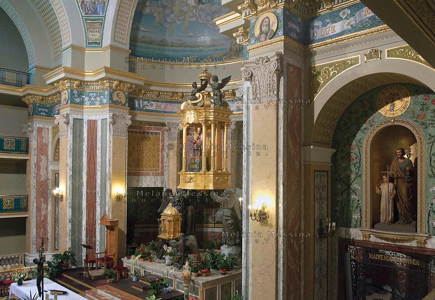 Santuario di Tindari, altare maggiore<br /> Tindari sanctuary interiors