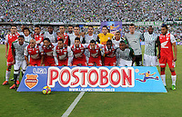 MEDELLIN - COLOMBIA-14-07-2013: Los jugadores del Atletico Nacional E independiente Santa Fe durante partido en el estadio Atanasio Girardot de la ciudad de Medellin, julio 14 de 2013. Atletico Nacional y Indepndiente Santa Fe durante partido de ida por la final de la Liga Postobon I. (Foto: VizzorImage / Luis Rios / Str). The players of Atletico Nacional and Indepeniente Santa Fe, during game in the Atanasio Girardot stadium in Medellin City, July 14, 2013. Atletico Nacional and Independiente Santa Fe, during match for the first round of finals of the Postobon League I. (Photo: VizzorImage / Luis Rios / Str).