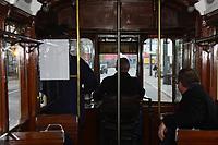 """Mitglieder der Arbeitsgemeinschaft historische HEAG Fahrzeuge im Eisenbahnmuseum Kranichstein um Fahrer Volker Feick im fahren im Rahmen der Aktion """"Darmstadt mobil"""" mit dem historischen Triebwagen 57 durch Darmstadt - 08.04.2017: Historische Straßenbahn der HEAG fährt durch Darmstadt"""