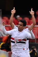 SÃO PAULO, SP, 08 DE JULHO DE 2012 - CAMPEONATO BRASILEIRO - SÃO PAULO x CORITIBA: Jadson comemora gol durante partida São Paulo x Coritiba, válida pela 8ª rodada do Campeonato Brasileiro de 2012 no Estádio do Morumbi. FOTO: LEVI BIANCO - BRAZIL PHOTO PRESS