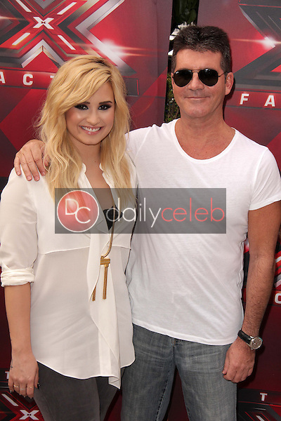 Demi Lovato, Simon Cowell<br />