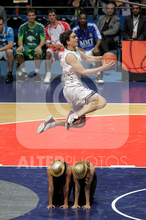 Cajasol Sevilla's Tomas Satoransky winner in the dunk contest during ACB Supercup Final match.September 25,2010. (ALTERPHOTOS/Acero)