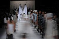 SAO PAULO, SP, 04.04.2014 - SPFW / VERAO 2015 / ELLUS - Desfile da grife Ellus no São Paulo Fashion Week, Verão 2015 no Parque Candido Portinari regiao oeste de Sao Paulo nesta sexta-feira, 04.(Foto: Vanessa Carvalho / Brazil Photo Press).