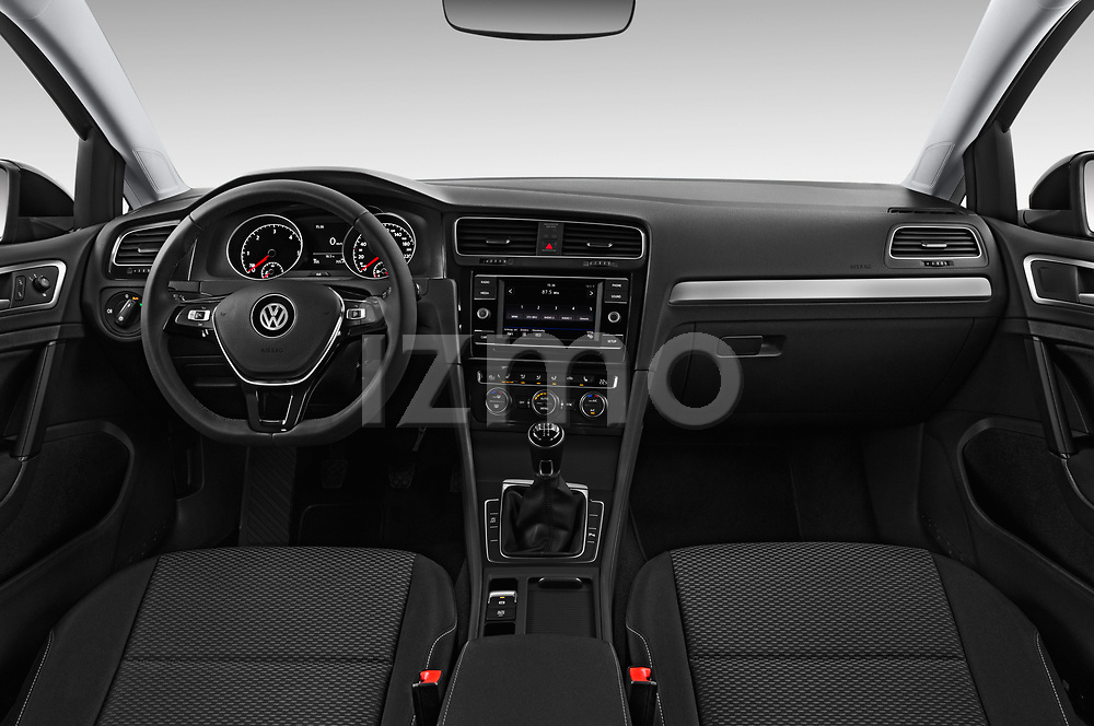 Stock photo of straight dashboard view of 2017 Volkswagen Golf-Variant Trend-Line 5 Door Wagon Dashboard