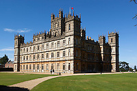 United Kingdom, England, Berkshire, near Newbury: Highclere Castle, location for TV series 'Downton Abbey', designed by architect of the Houses of Parliament, Sir Charles Barry | Grossbritannien, England, Berkshire, bei Newbury: Highclere Castle, Drehort fuer die TV-Serie 'Downton Abbey', erbaut vom Architekten der Houses of Parliament, Sir Charles Barry