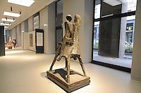 - Milano, il nuovo museo d'arte del 900 nel palazzo dell'Arengario in piazza del Duomo; scultura di Marino Marini<br /> <br /> - Milan, the new arts museum of the 900 in the Arengario palace at Duomo square
