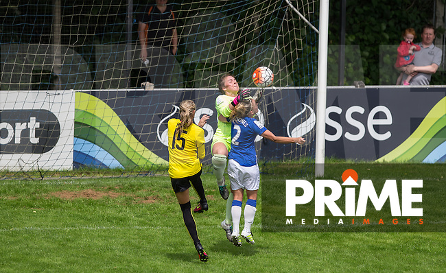 Goalkeeper Kristie LEVELL of Everton Ladies spills the ball under pressure during the FAWSL2 match between Watford Ladies and Everton Ladies at Berkhamsted FC, Broadwater, England on 26 June 2016. Photo by Andy Rowland.