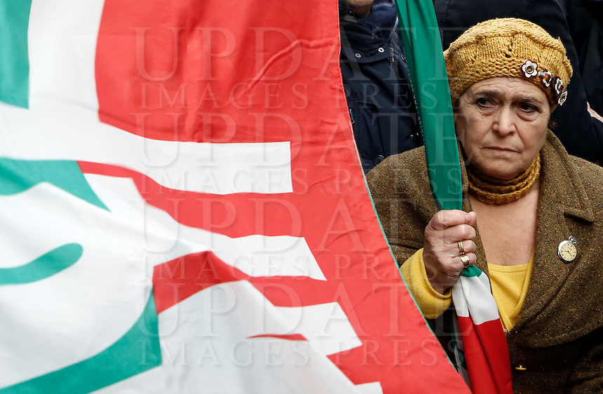 Militanti di Forza Italia al comizio dell'ex Presidente del Consiglio Silvio Berlusconi sotto la sua residenza di Palazzo Grazioli, contro la sua decadenza dalla carica di senatore, a Roma, 27 novembre 2013.<br /> Forza Italia (Go Italy) party's activists attend a protest with Italian former Premier Silvio Berlusconi outside of his residence, against his expulsion from the Senate, following his conviction for tax fraud, in Rome, 27 November 2013.<br /> UPDATE IMAGES PRESS/Riccardo De Luca