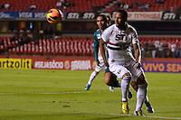 SÃO PAULO, SP, 05 DE JUNHO DE 2013 - CAMPEONATO BRASILEIRO - SÃO PAULO x GOIÁS: Paulo Miranda (d) durante partida São Paulo x Goiás, válida pela 4ª rodada do Campeonato Brasileiro de 2013, disputada no estádio do Morumbi em São Paulo. FOTO: LEVI BIANCO - BRAZIL PHOTO PRESS.