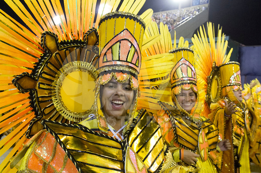 RIO DE JANEIRO, RJ, 17.02.2015 - CARNAVAL 2015 - RIO DE JANEIRO - GRUPO ESPECIAL / IMPERATRIZ Integrantes da escola de samba Imperatriz durante desfile do grupo Especial do Carnaval do Rio de Janeiro, na madrugada desta terça-feira (16). ( Foto: Paulo Lisboa / Brazil Photo Press).