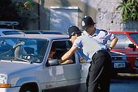 - English police officers....- agenti di polizia inglesi