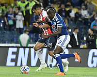 BOGOTA - COLOMBIA, 09-09-2018: Anier Figueroa (Der) jugador de Millonarios disputa el balón con Teofilo Gutierrez (Izq) jugador de Atlético Junior durante partido por la fecha 9 de la Liga Águila II 2018 jugado en el estadio Nemesio Camacho El Campin de la ciudad de Bogotá. / Anier Figueroa (R) player of Millonarios fights for the ball with Teofilo Gutierrez (L) player of Atletico Junior during the match for the date 9 of the Liga Aguila II 2018 played at the Nemesio Camacho El Campin Stadium in Bogota city. Photo: VizzorImage / Gabriel Aponte / Staff.