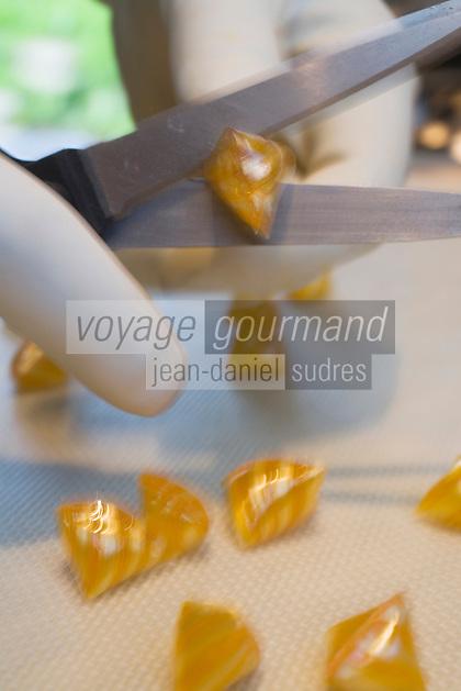 Europe/France/Midi-Pyrénées/46/Lot/Grégols:Préparation des Berlingots  au Safran du Quercy chez Catherine Calvet Les Bories /Grégols  //  France, Lot, Gregols, Les Bories, at Catherine Calvet's, preparation of berlingot boiled sweets made with Quercy saffron