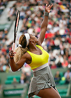 France, Paris, 28.05.2014. Tennis, French Open, Roland Garros, Serina Williams (USA is serving in her match against Garbine Muguruza (ESP)<br /> Photo:Tennisimages/Henk Koster