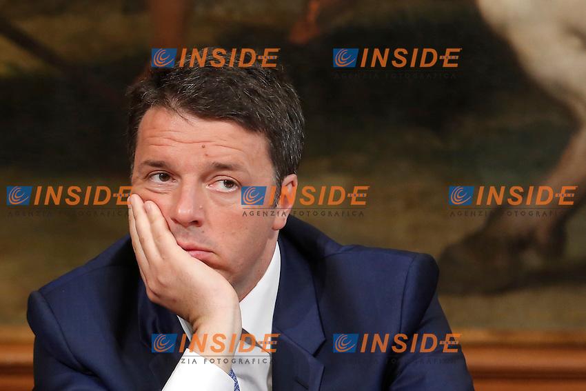 Matteo Renzi<br /> Roma 24-05-2016Palazzo Chigi Sigla del protocollo di vigilanza sulle procedure per la bonifica delle aree di Bagnoli.<br /> Sign of the protocol for the drainage of Bagnoli areas.<br /> Photo Samantha Zucchi Insidefoto