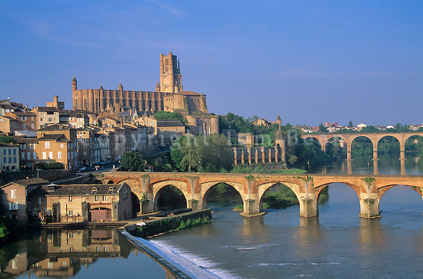 City of Albi on Tarn River, with Cathedral of Ste-Cecile, Tarn District, southwestern France, AGPix_0108.